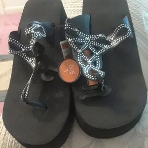 NWT New West Loop Sandals New with Tag
